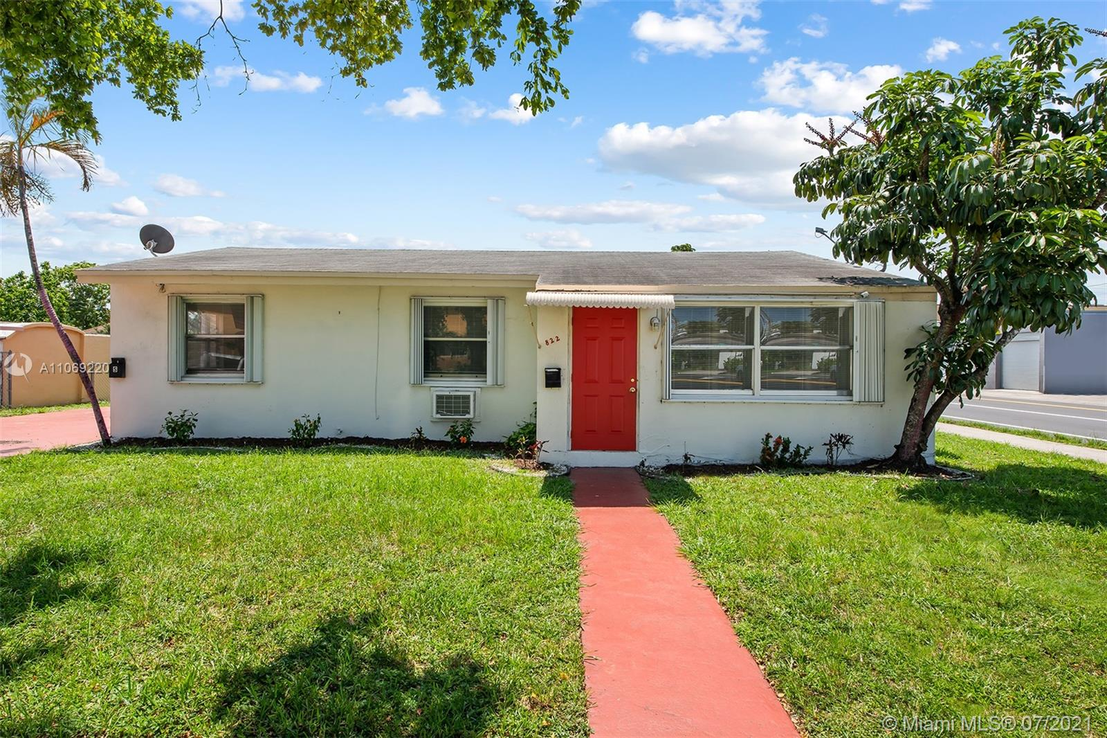 822 N 20th Ave  For Sale A11069220, FL