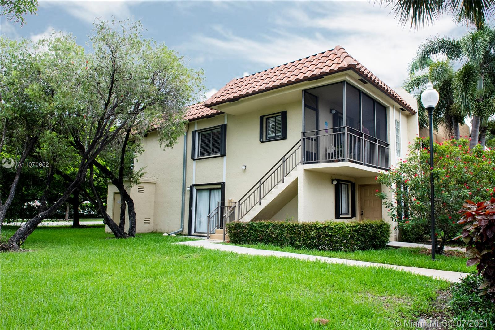 422  Lakeview Dr #201 For Sale A11070952, FL