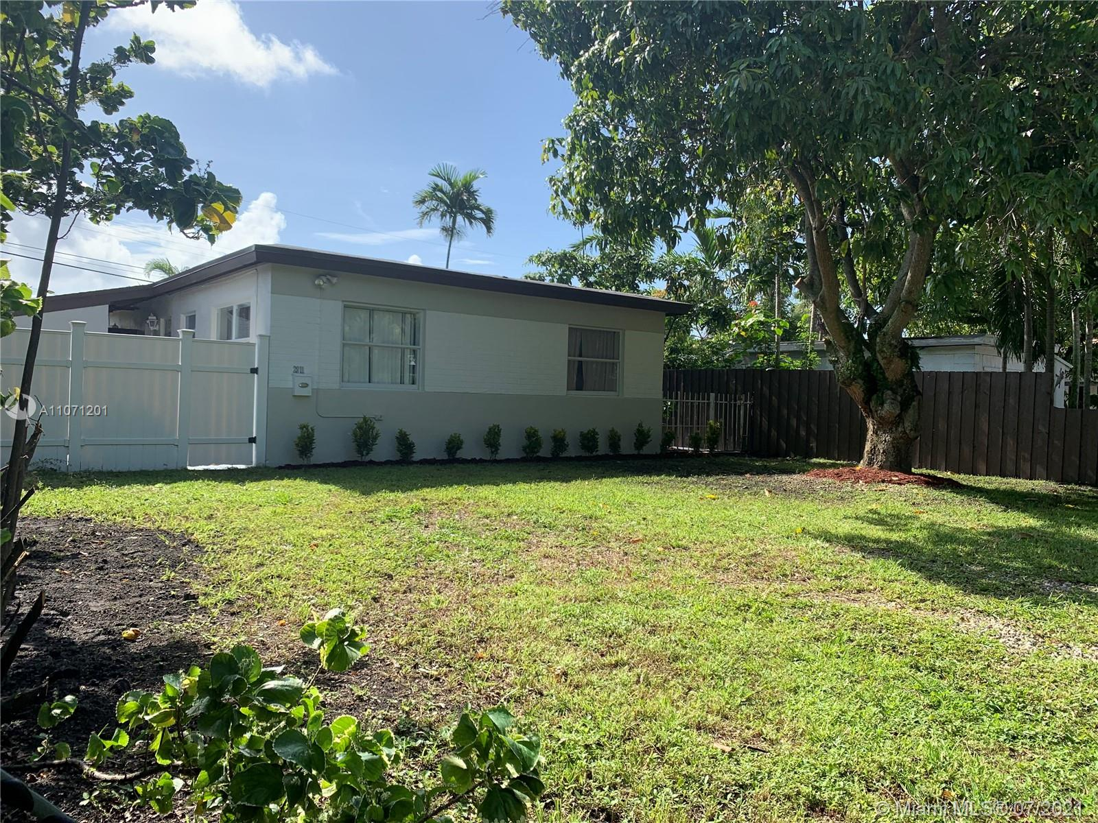 2811 SW 33 Court  For Sale A11071201, FL