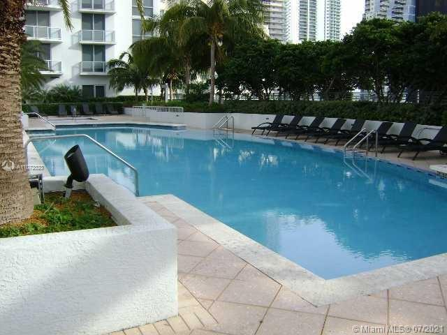 Large 1/1/1 in the heart of Brickell. Unit has marble flooring, customs closets, blackout curtains and is in excellent condition. Kitchen features stainless steel appliances. Very nice city and Bay views. Building has all the amenities: billiard room, pool, spa, kids room, gym, etc. Walking distance to restaurants, shops and Brickell City Centre.  Unit will be available as of Aug 31st 2021.