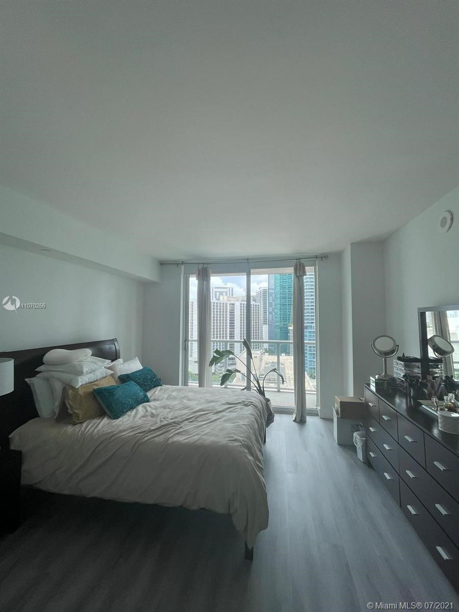 """GORGEOUS 1BR/1BA/1 PARKING SPACE. SPACIOUS UNIT IN THE HEART OF BRICKELL AVE. EUROPEAN OPEN STYLE KITCHEN, TOP OF THE LINE STAINLESS STEEL APPLIANCES. SPACIOUS BATHROOM WITH SEPARATE JACUZZI TUB. OPEN & SPACIOUS FLOORPLAN, WATERPROOF VYNIL & TILE FLOORS THROUGHOUT. ENJOY THE UNIQUE AMENITIES: 3 SPECTACULAR POOLS INCLUDING A LAB POOL AND 42ND FLOOR WITH PANORAMIC VIEW POOL. STATE OF THE ART FITNESS CENTER, WINE CELLAR ROOM, SPORT BAR ROOM, HIS/HERS HOT JACUZZI, UNIQUE THEATER, WALKING DISTANCE OF BRICKELL CITY CENTER, MARY BRICKELL VILLAGE AND AL THE FINANCIAL DISTRICT, RESTAURANTS & ENTERTAINMENT. BASIC CABLE & INTERNET INCLUDED. TO BE SOLD """"AS IS"""".  PLEASE REQUEST THE SHOWINGS WITH AT LEAST 48 HOURS IN ADVANCE!!!"""