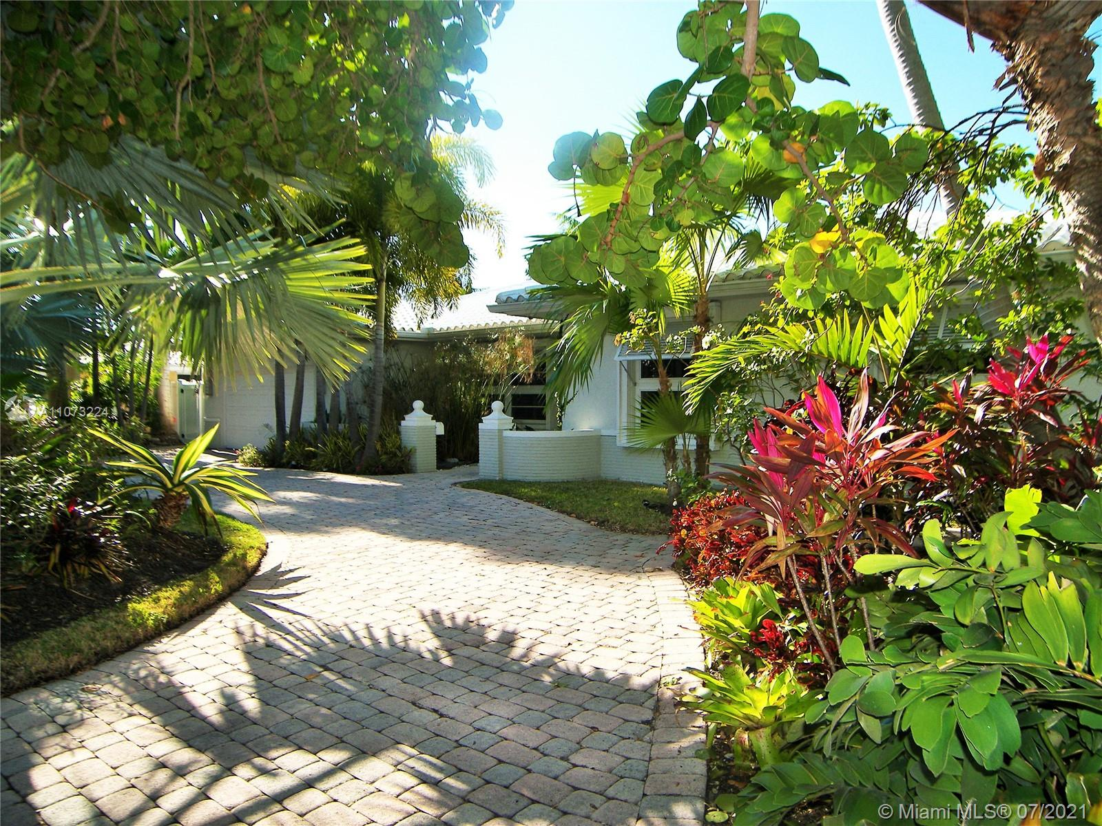 5561  Bayview Dr  For Sale A11073224, FL