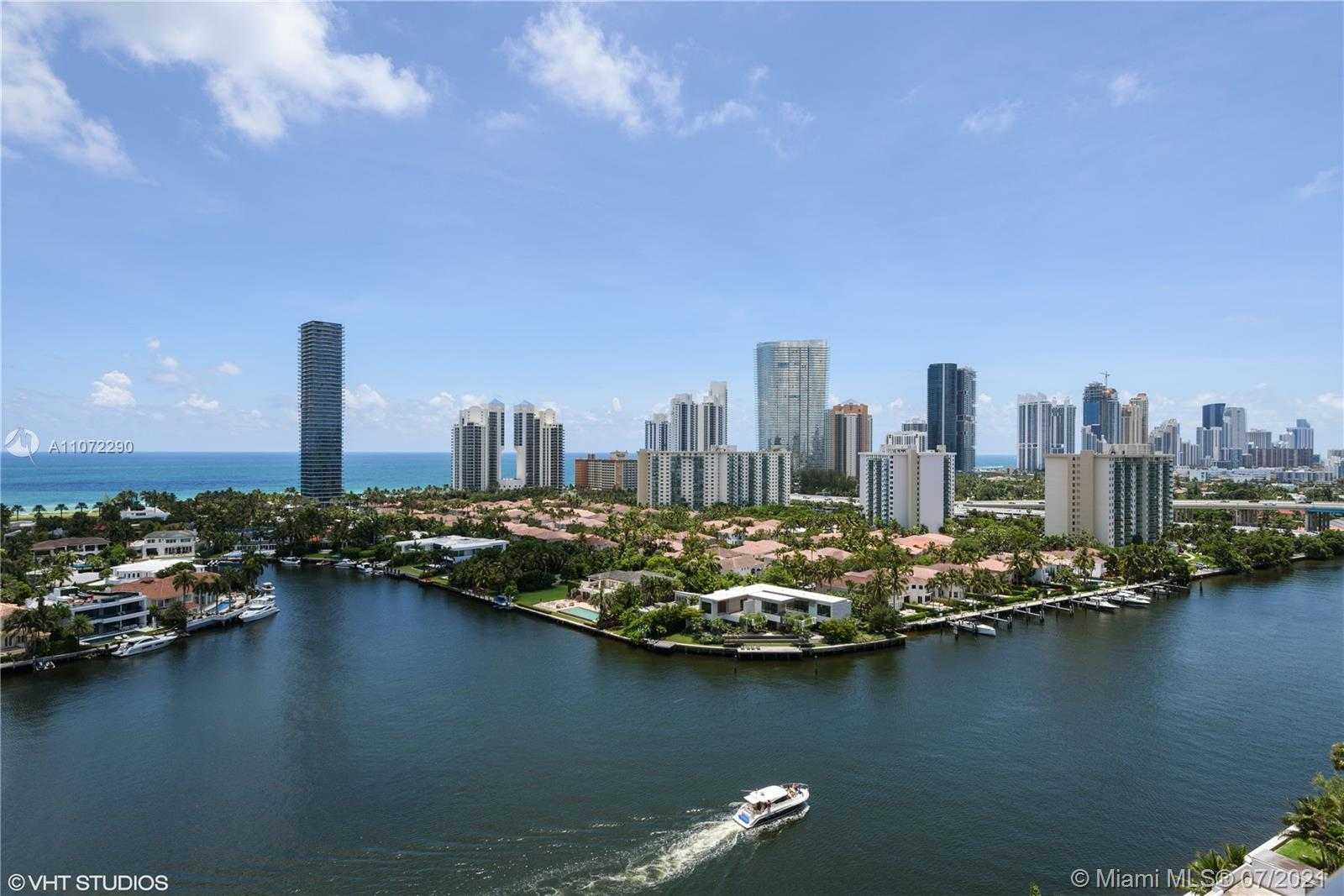 19707  Turnberry Way #19E For Sale A11072290, FL