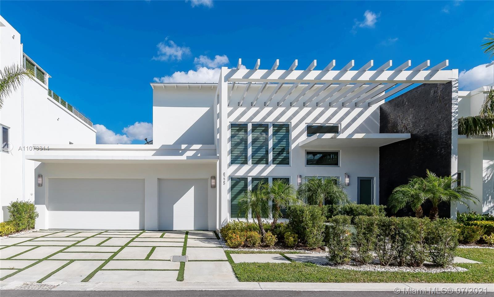 """Custom home in OASIS RESIDENCE Doral. Modern style, wide living spaces, contemporary details and state-of-the-art technology. The best floor plan in the neighborhood featuring: high ceilings, Oversized Master Bedroom, Italian wood cabinetry, marble floors, outdoor kitchen, glass wine cedar & delivered """"Smart Home"""" ready. Luxury gated community next to Doral City Place with fine dining, shopping and more. TENANT OCCUPIED UNTIL 09/22."""