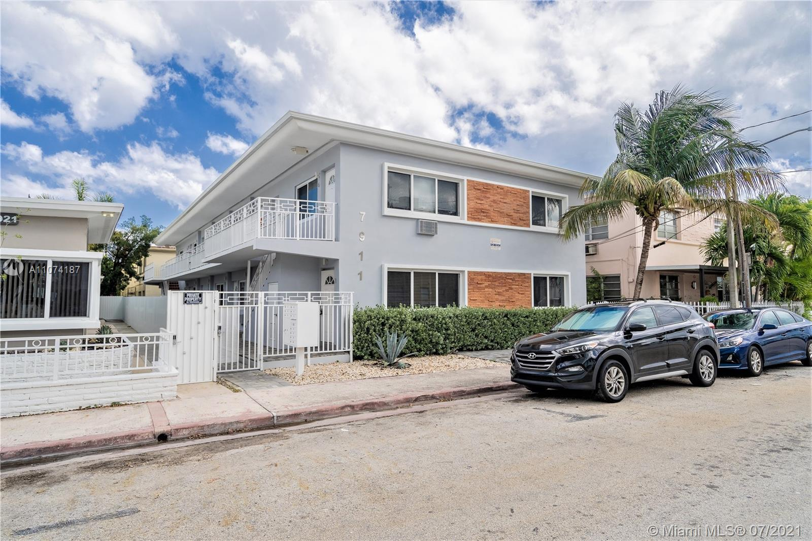 7911  Abbott Ave #4 For Sale A11074187, FL