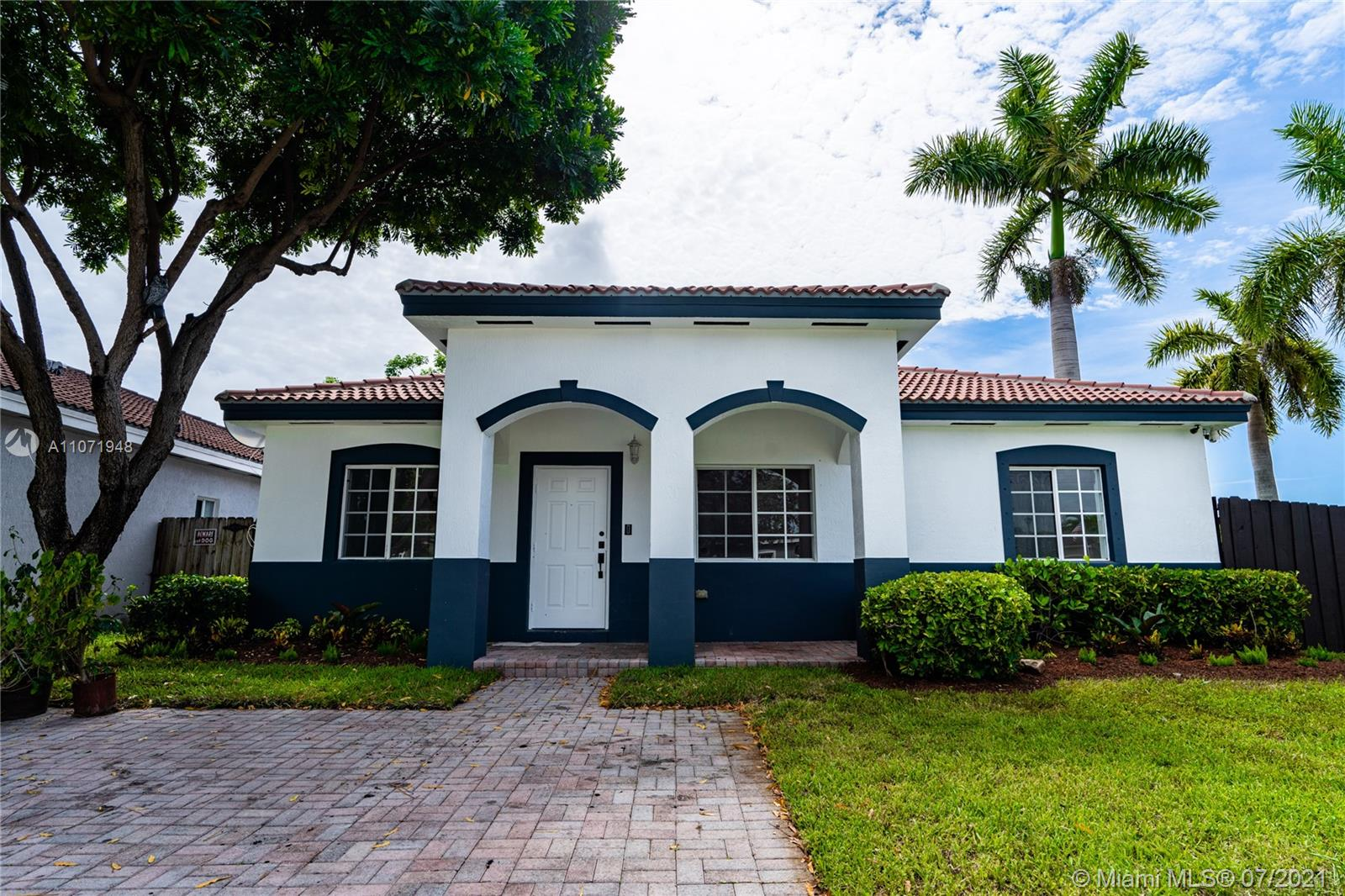 22565 SW 102nd Ct  For Sale A11071948, FL
