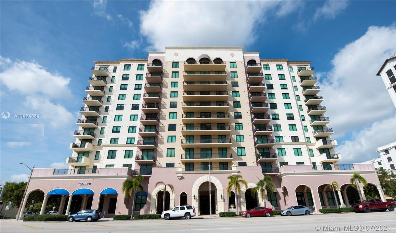 Beautiful and spacious luxury condo in the center of Coral Gables. 2B / 2 1/2 bath, walk-in closets, wood cabinets, pantry, tile and laminate flooring. 2 parking spaces. Building has amenities including pool and gym. Large balcony with wonderful views. Excellent location near to banks, restaurants, shopping and schools. Not pets