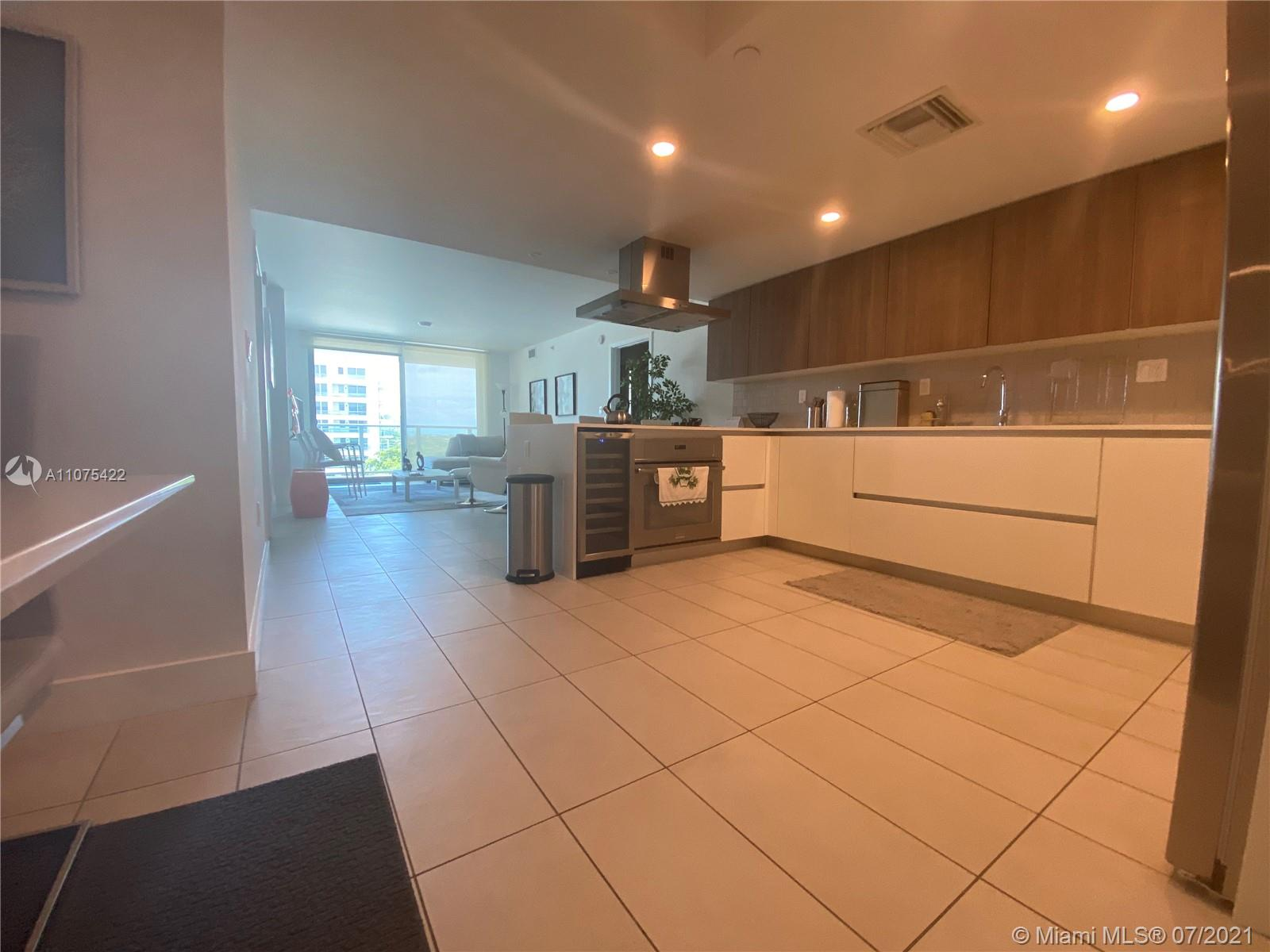 Resort style, boutique building with 2 Bedroom + 2 Bathroom plus a Den, located in Bay Harbor Island. New construction, delivered on 2015. 2 parking space. Close to Bal Harbor shoppes, south beach and Miami Airport. Very attractive place to leave and work.