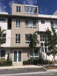 A contemporary townhouse, spacious and well lit at the heart of the city of Doral and located at a very urban community. It has large rooms with modern bathrooms and kitchen with quartz counters, stainless steel equipments and a wine freezer. Garage for two cars.