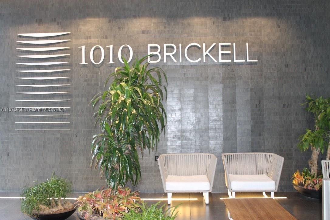 Enjoy this beautiful 1 bed + den, 1.5 baths unit, upgraded at the exclusive 1010 Brickell Condo. Porcelain wood tile, floor to ceiling windows and washer and dryer in unit. City views from its ample balcony. 1010 Brickell has a complete blend of amenities: rooftop pool, movie area, a second covered pool, gym, children's play area, spa and much more. Great location close to Brickell City Center, great variety of restaurants, cafes, shops, supermarkets and the metro mover.