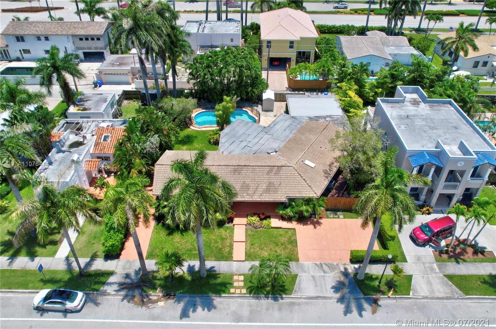 918  Tyler St  For Sale A11076414, FL