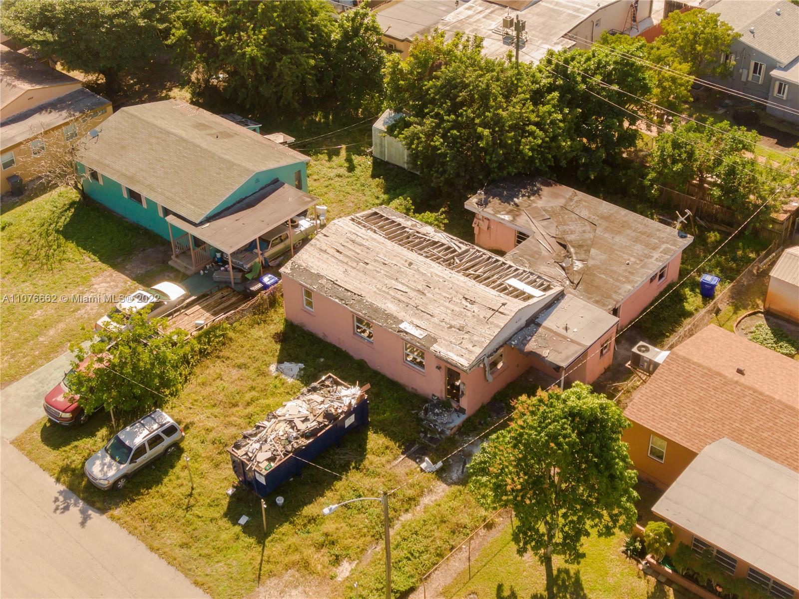 2122  Dewey St  For Sale A11076662, FL