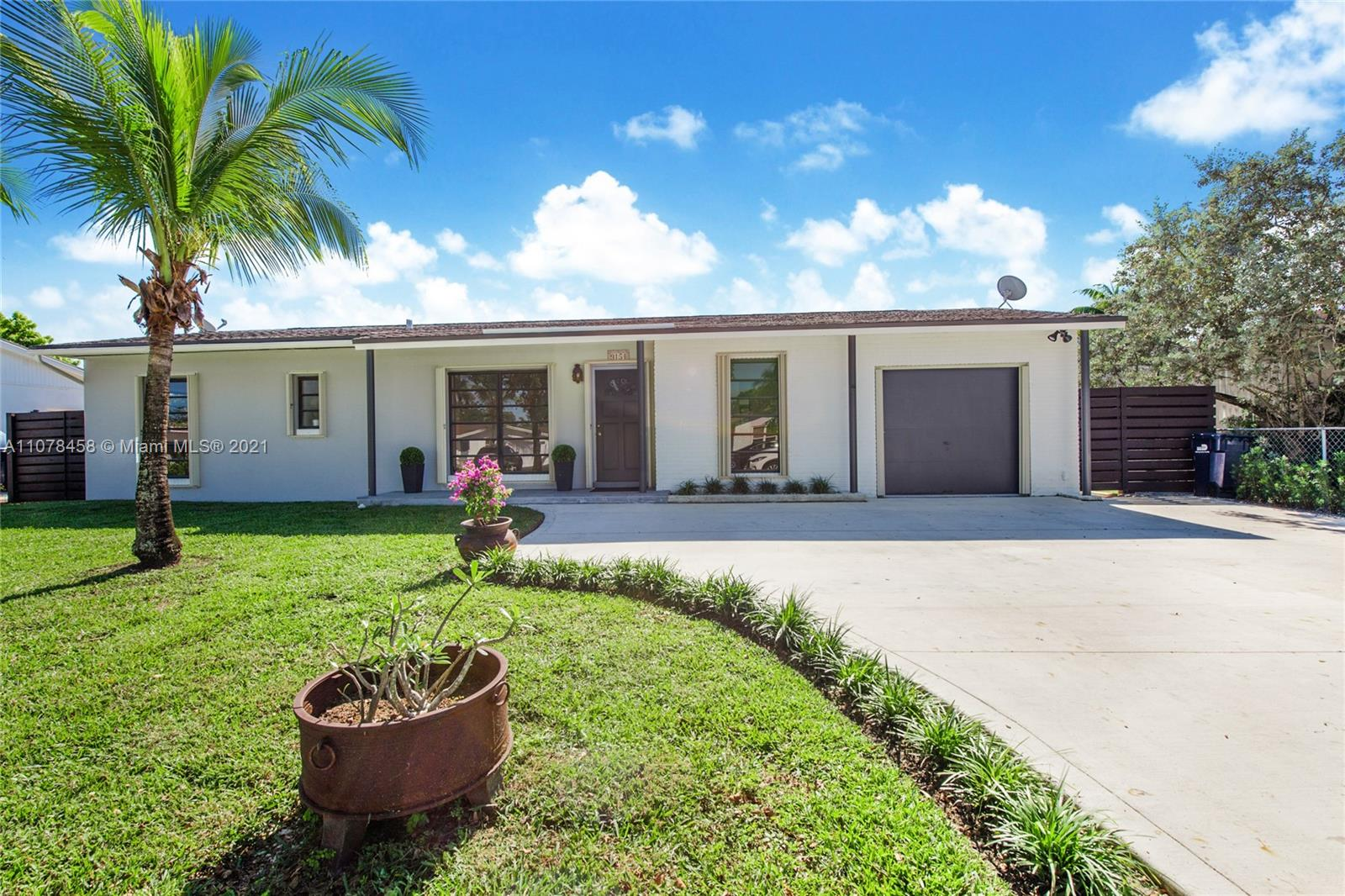 9154 SW 181st Ter  For Sale A11078458, FL
