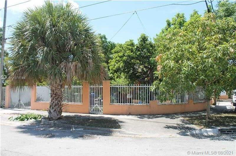 Great investment property, needs rehab, it has a violation with City of Miami, working without permit. Seller very motivated, bring your offer.