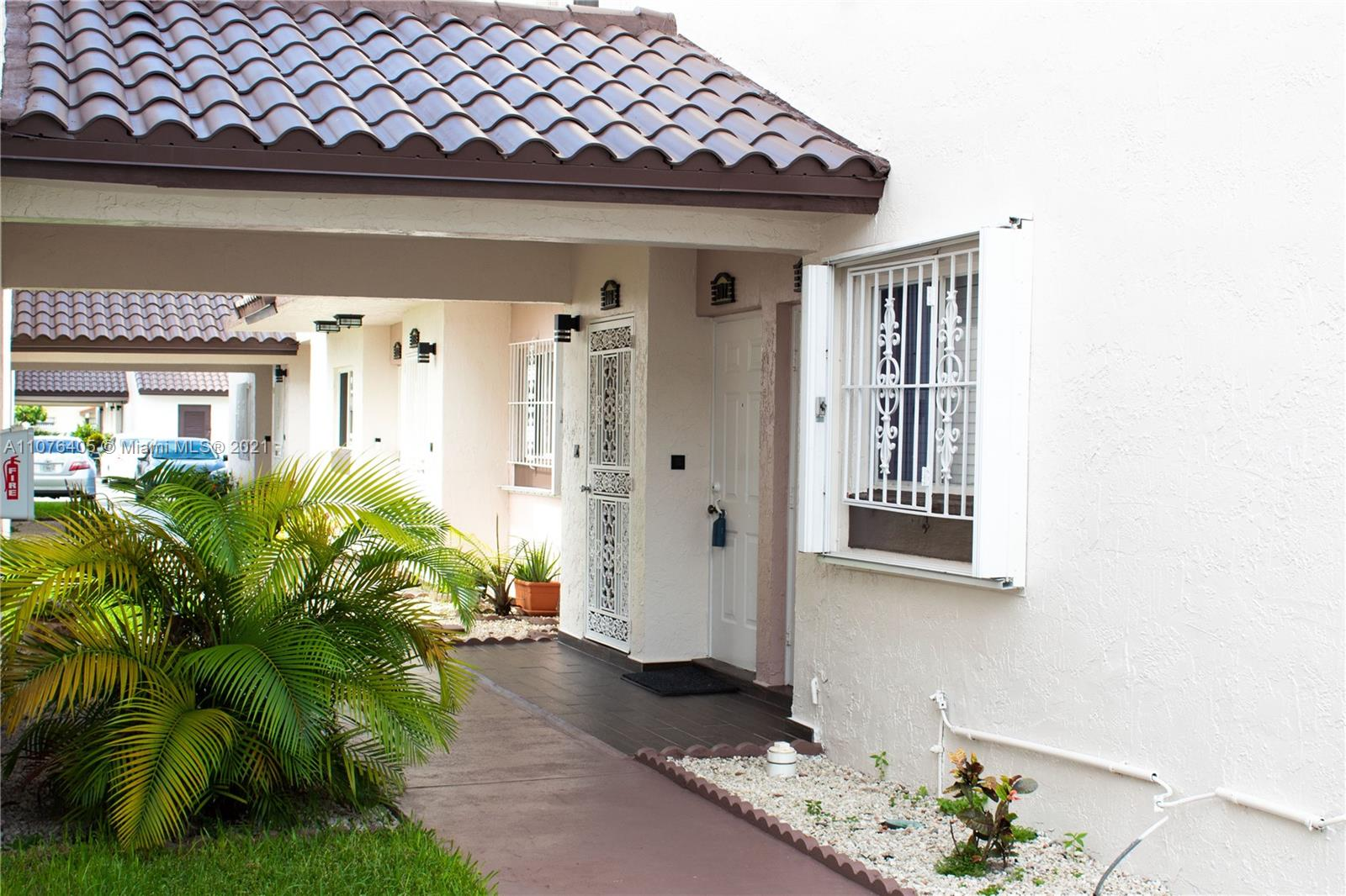 1000 SW 104th Ct #D-307 For Sale A11076405, FL