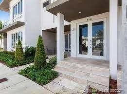New and Modern 3 bed 2.5  furnished Townhome, all the bedrooms are on the 2 floor, ceramic floors. Stainless Steel Appliances, 2 assigned parking place.
