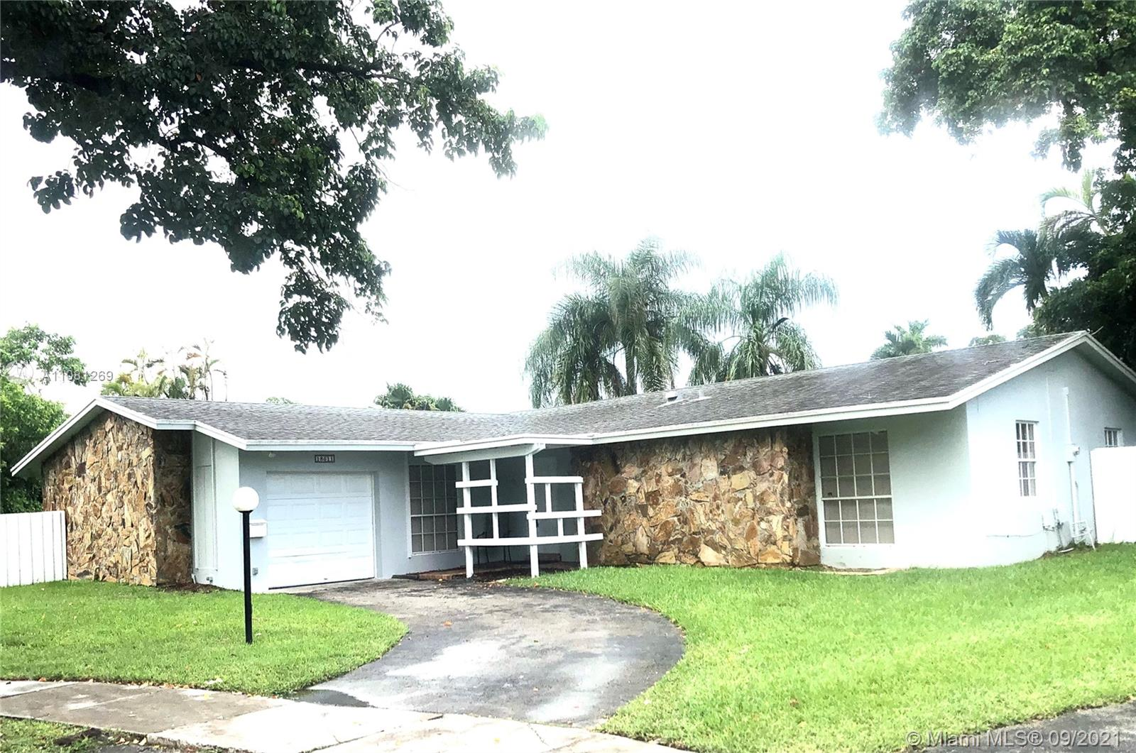 VERY SPACIOUS 1-STORY, 3/2 BEL-AIRE POOL HOME WITH 1 CAR GARAGE ON LARGE FULLLY FENCED LOT.  CUL-DE-SAC LOCATION SO THERE IS NO THROUGH TRAFFIC! ENJOY THE POOL AREA WHICH IS PERFECT FOR ENTERTAINING!  NOTE: LAWN AND POOL MAINTENANCE INCLUDED IN THE RENT!  OWNER REQUIRES GOOD CREDIT AND VERIFIABLE EMPLOYMENT.