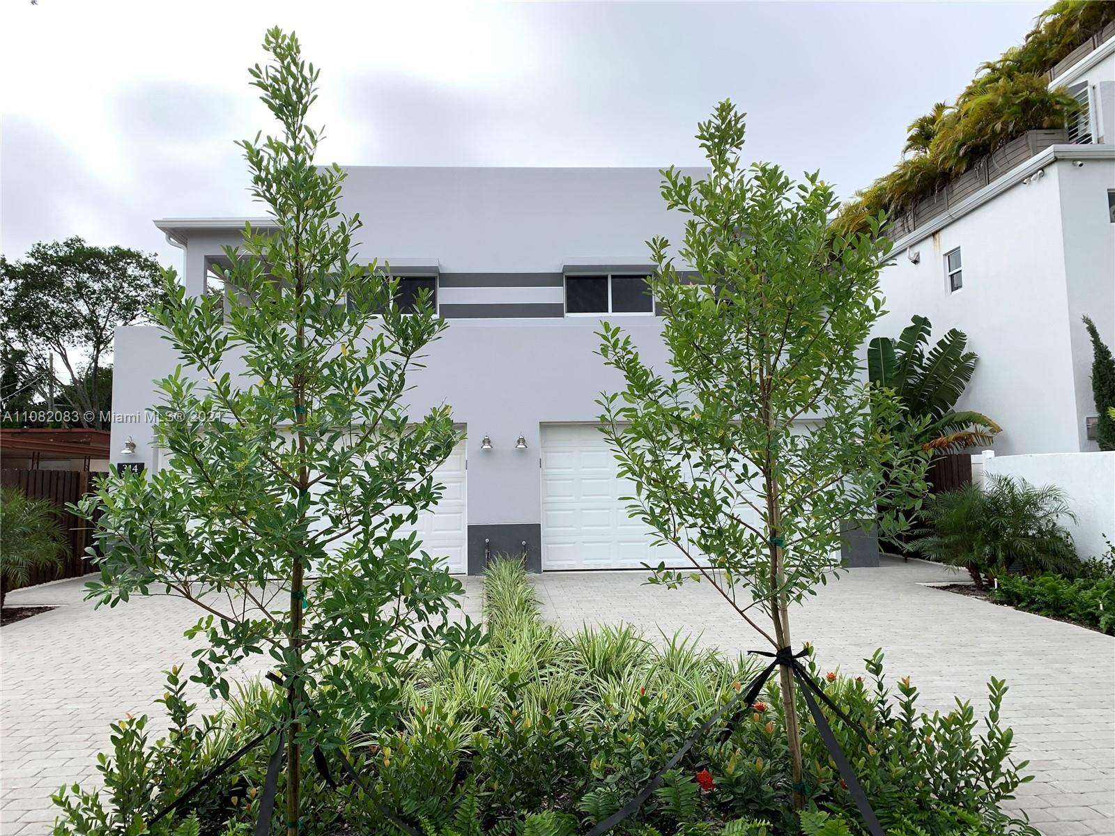 Enjoy living in a beautiful new construction Townhouse built in 2020 with 4 bedrooms and 3 full bathrooms, laminated wood in second floor, nice, private courtyard, ample parking in garage and private driveway. No HOA. Close to airport, Las Olas dining and entertainment and a short drive to Fort Lauderdale Beach.