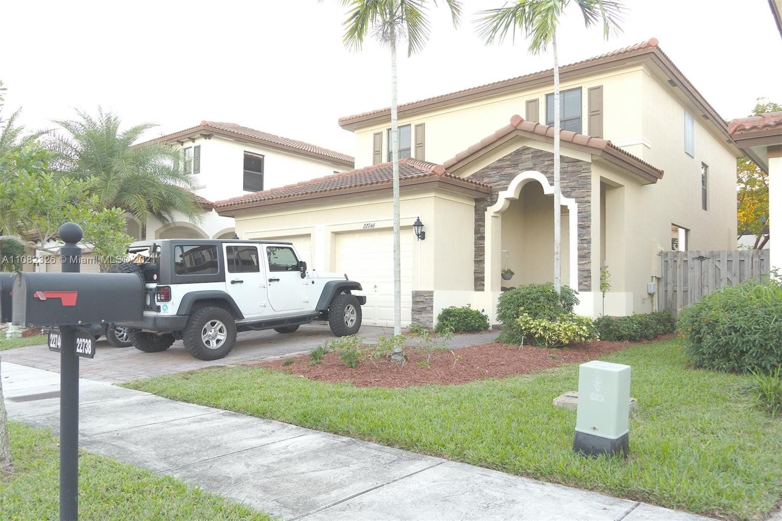 Beautiful Property for Rent in the excellent community of Isles at Bayshore. With 4 spacious rooms. High ceilings allows for the property to have ample space. Kitchen has granite countertops, Community pool and Park. No carpet on second floor laminated throughout. This will not last.