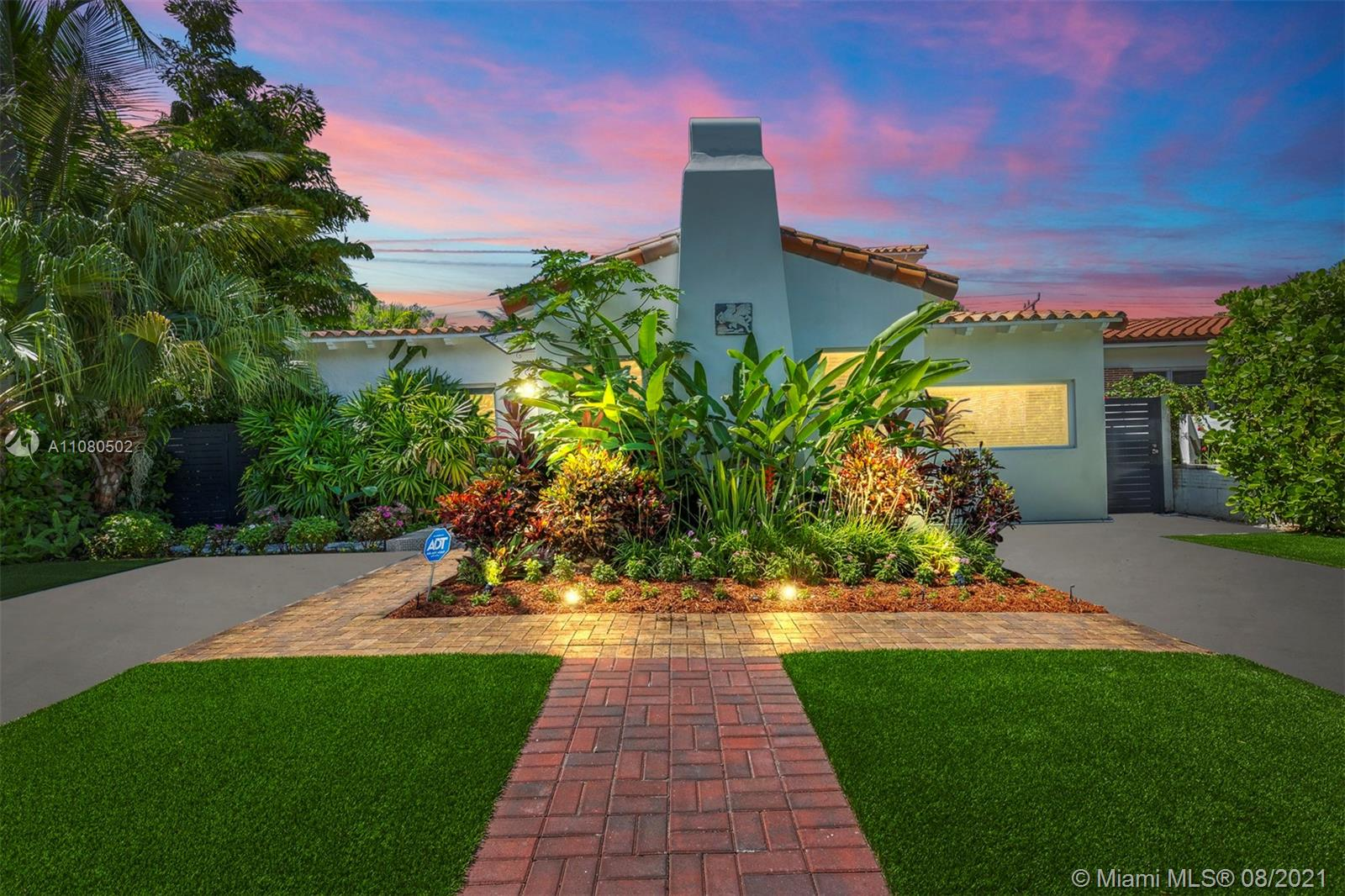 528 W 51st St  For Sale A11080502, FL
