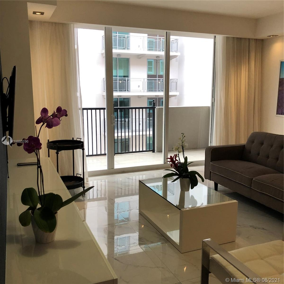 Building is located near UM University, walking distance to shops of Merrick Park, dinning, movie theater and entertainment. Showing 24 hs. notice