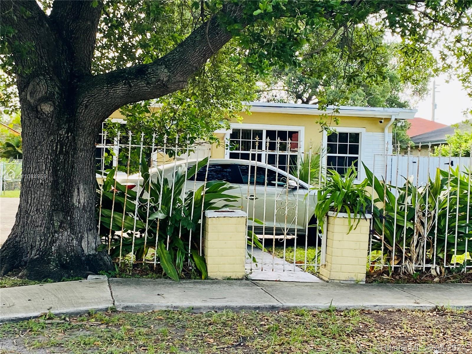 127 NW 4th Ave  For Sale A11084959, FL