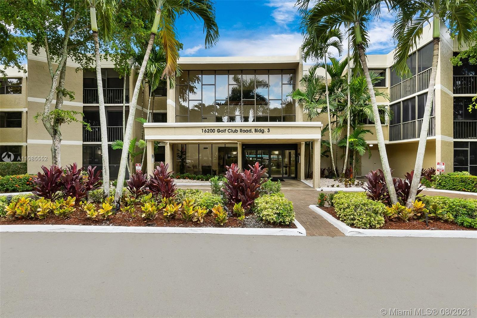 Beautiful 2 bedroom 2.5 bathroom first floor unit overlooking the 16th fairway at Bonaventure Country Club. This spacious unit offers plenty of natural light throughout. Unit has recently gone some renovations, including new porcelain floors in the living area and kitchen, three new tastefully updated bathrooms. Unit also comes equipped with hurricane accordion shutters. Full size washer and dryer in unit. Complex offers a pool and tennis courts steps from the unit. Mandatory membership to the Bonaventure Town Center Club for only $285 per year. Club includes 2 pools, jacuzzi, sauna, full gym with classes, billiards, kids park, bowling, indoor basketball court and much more!! A++++ schools. Come see for yourself before its gone!