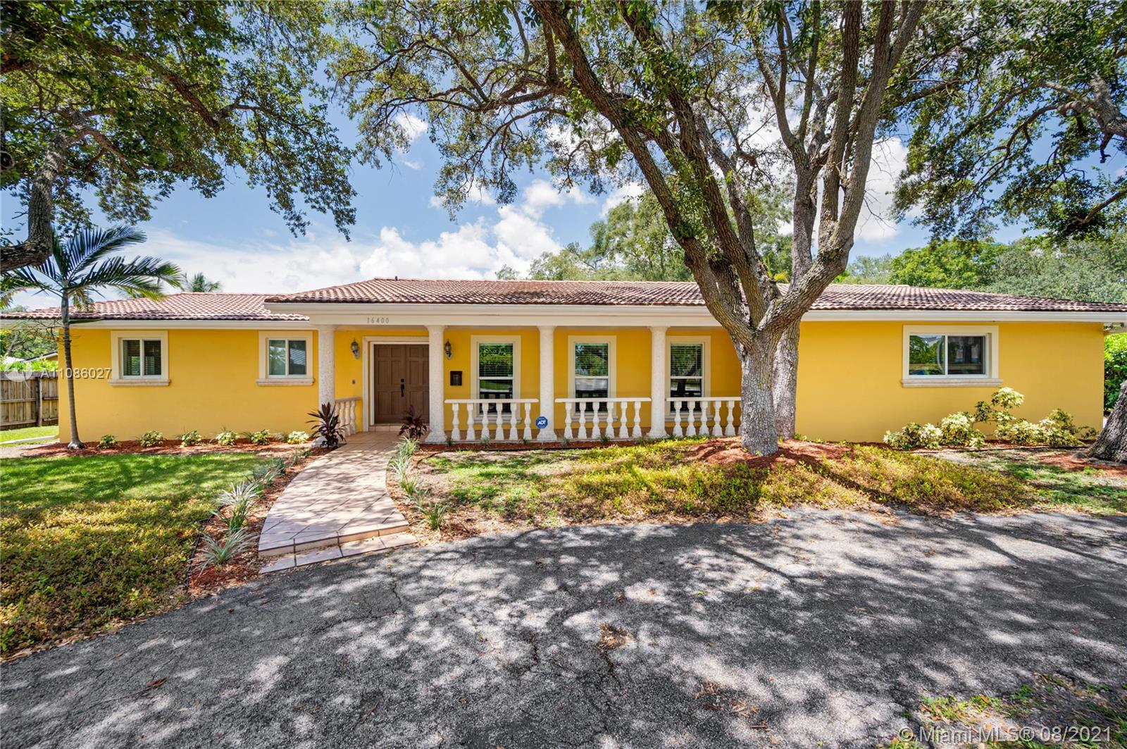 Gorgeous single family home in Palmetto Bay. An unbelievable potential for future investors or large families. Location is extremely exclusive, nearby pinecrest. With 5 bedrooms and 3 bathrooms, space will never be an issue. Large entertainment backyard with a swimming pool and beautiful landscape. Come check this property out. It won't last long on the exclusive market.