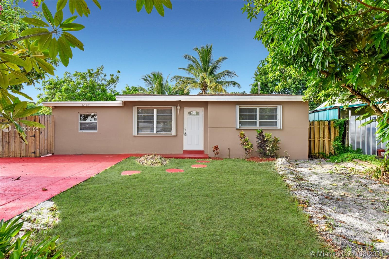 6409 SW 21st St  For Sale A11086195, FL