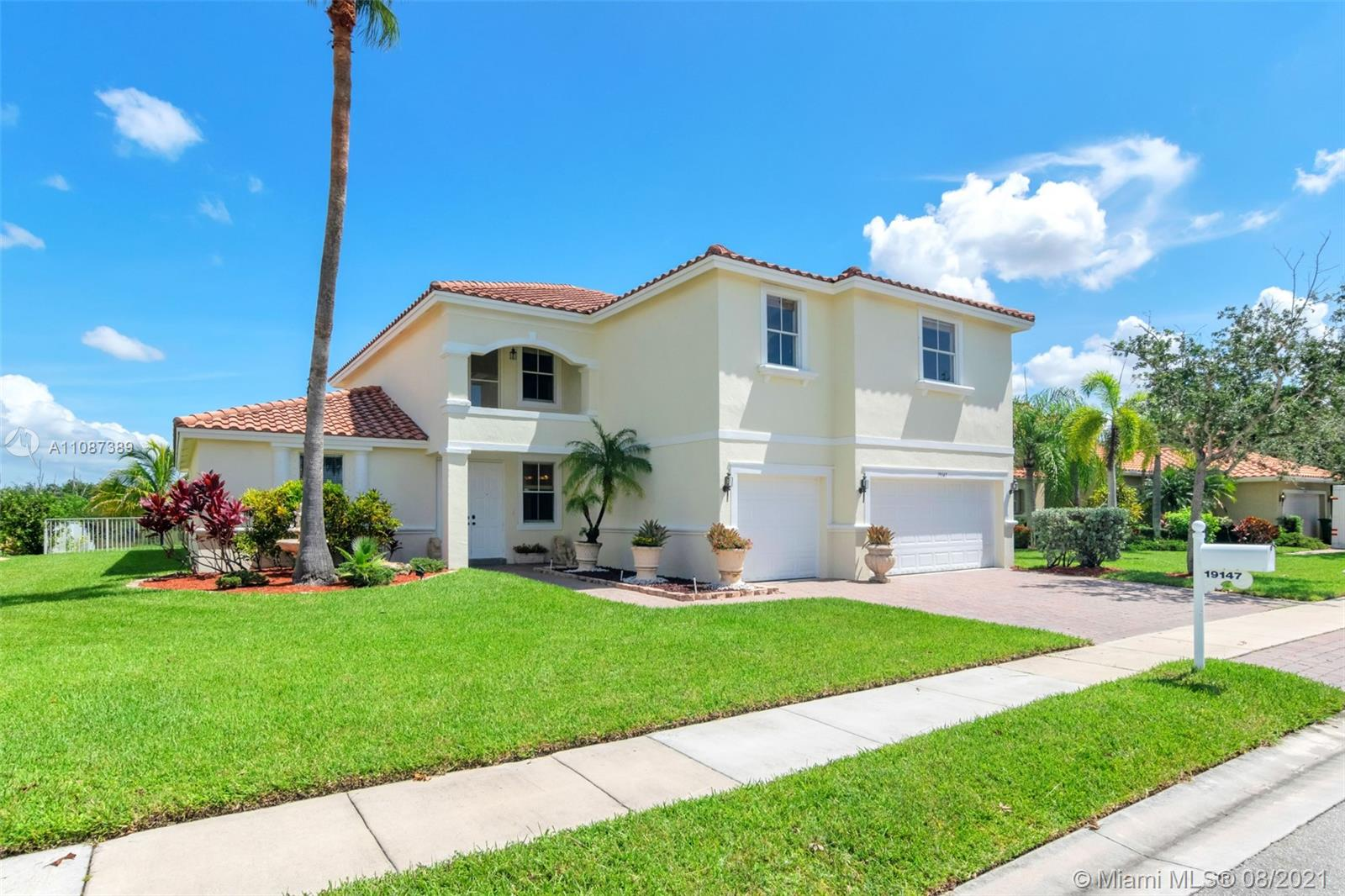 19147 SW 8th St  For Sale A11087389, FL