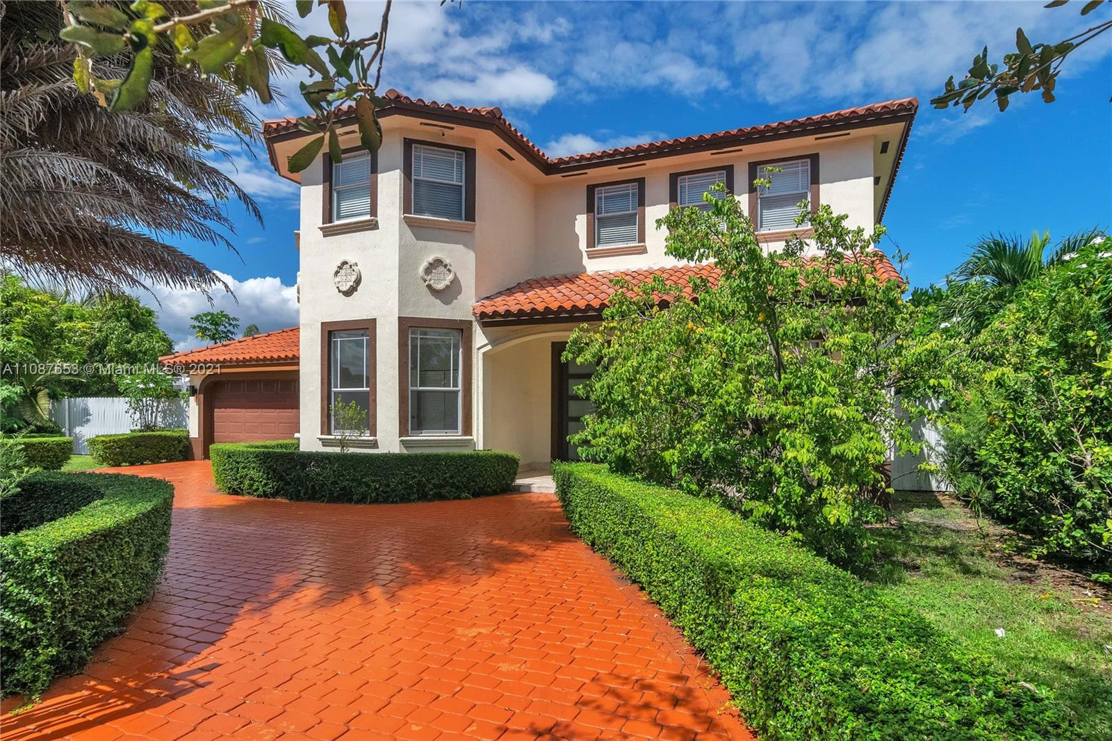 5 BEDROOM AND 3.5 BATH, FULL 2 GARAGE , AND CUSTOM BUILT POOL. GREAT QUIET LOCATION IN PALMETTO BAY WITH GREAT SCHOOLS.  HOUSE IS BEING RENTED AS IS.