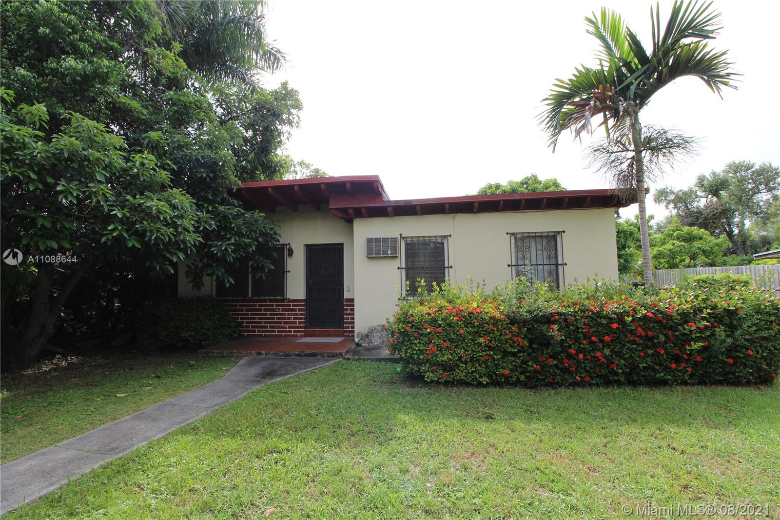 7902 SW 67th Ave  For Sale A11088644, FL