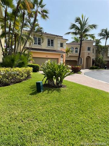 GORGEOUS LAKE-FRONT AVENTURA LAKES GATED-COMMUNITY HOUSE.  UPDATED AND MODERN 4 BEDROOMS. 24 HOURS SECURITY , CLUB HOUSE, COMMUNITY POOL, GYM AND MORE.