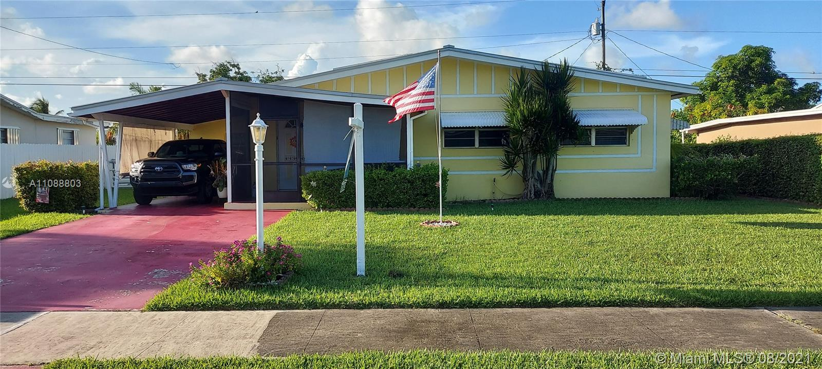 3/1 COZY HOME WITH LOTS OF POTENTIAL. SPACIOUS BACK YARD, WITH SIDE ACCESS, PERFECT FOR A BOAT OR TRAILER. METAL ROOF, STAINLESS STEAL APPLIANCES.