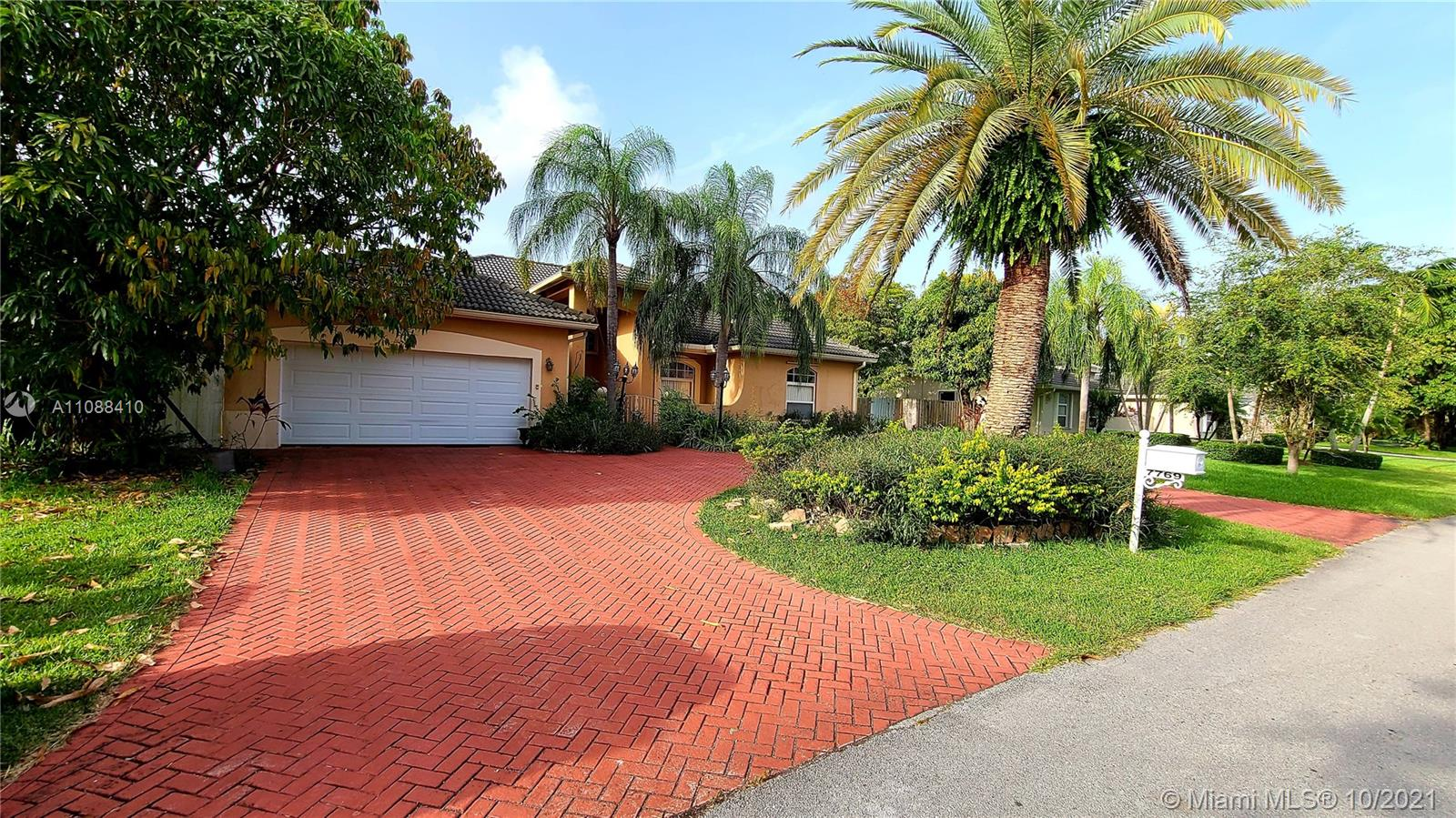 7769 SW 184th Way  For Sale A11088410, FL