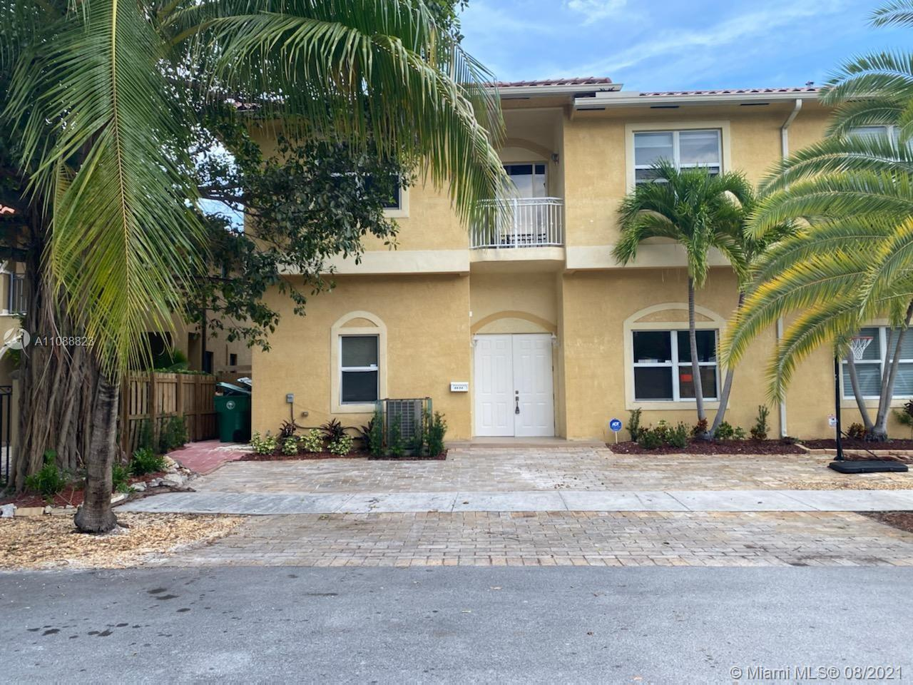 GREAT 4 BEDROOMS AND 3 BATHROOMS. PLENTY OF  PARKING SPACES. COMPLETELY REMODELED. UNIT FEATURES SPACIOUS BEDROOMS, NEW BATHROOMS (MASTER BATH HAS JACUZZI AND SHOWER). MODERN STAINLESS STEEL GRANITE KITCHEN, NEW FLOORING AND MUCH MORE.