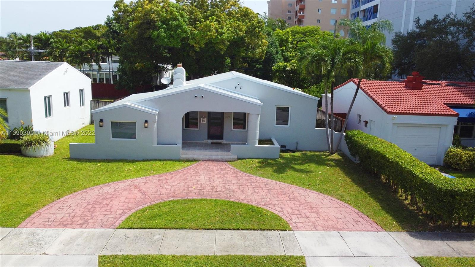 329 SW 32nd Rd  For Sale A11090399, FL