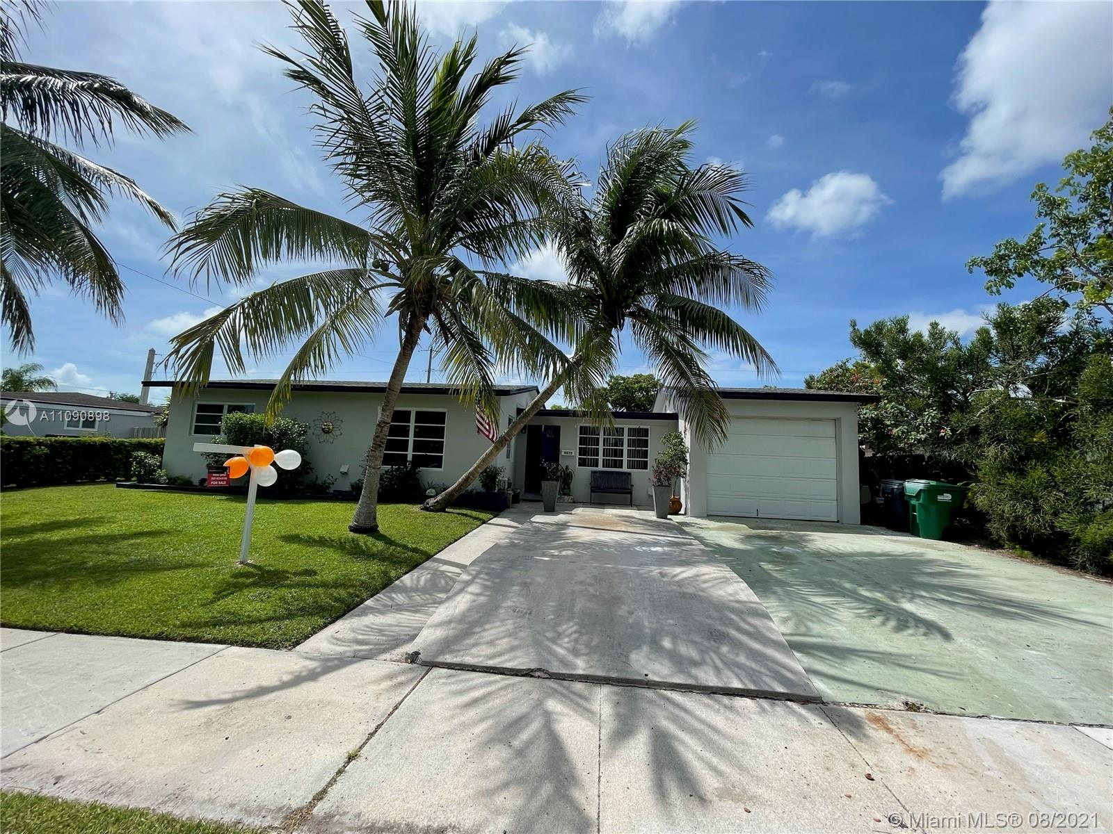 IF YOU LOOKING FOR A QUIET NEIGHBORHOOD , updated OPEN KITCHEN LAYOUT, LARGE FAMILY ROOM, MASTER ROOM with large walk-in closet, LARGE FENCE IN BACKYARD, 3/2 and a big den that can be an extra room.  New roof, New plumbing, renovated master bathroom, NO HoA, NO flood zone, 5min to black point marina,  YOU JUST FOUND IT. SCHEDULE to see it......Easy to show, same day appointment, contact List agent SOLD AS IS