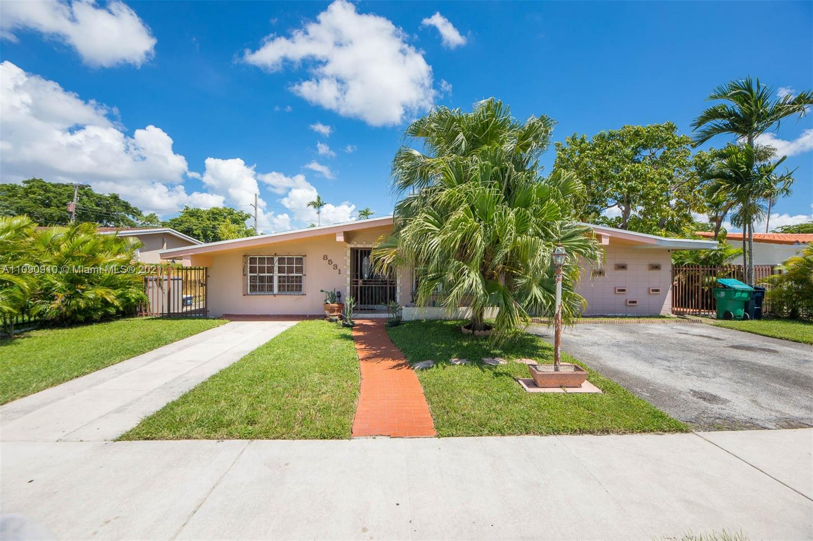 8531 SW 12th Ter  For Sale A11090910, FL