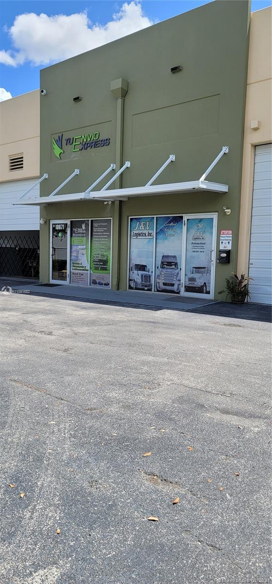 10601 NW 122nd St 14, Medley, FL 33178
