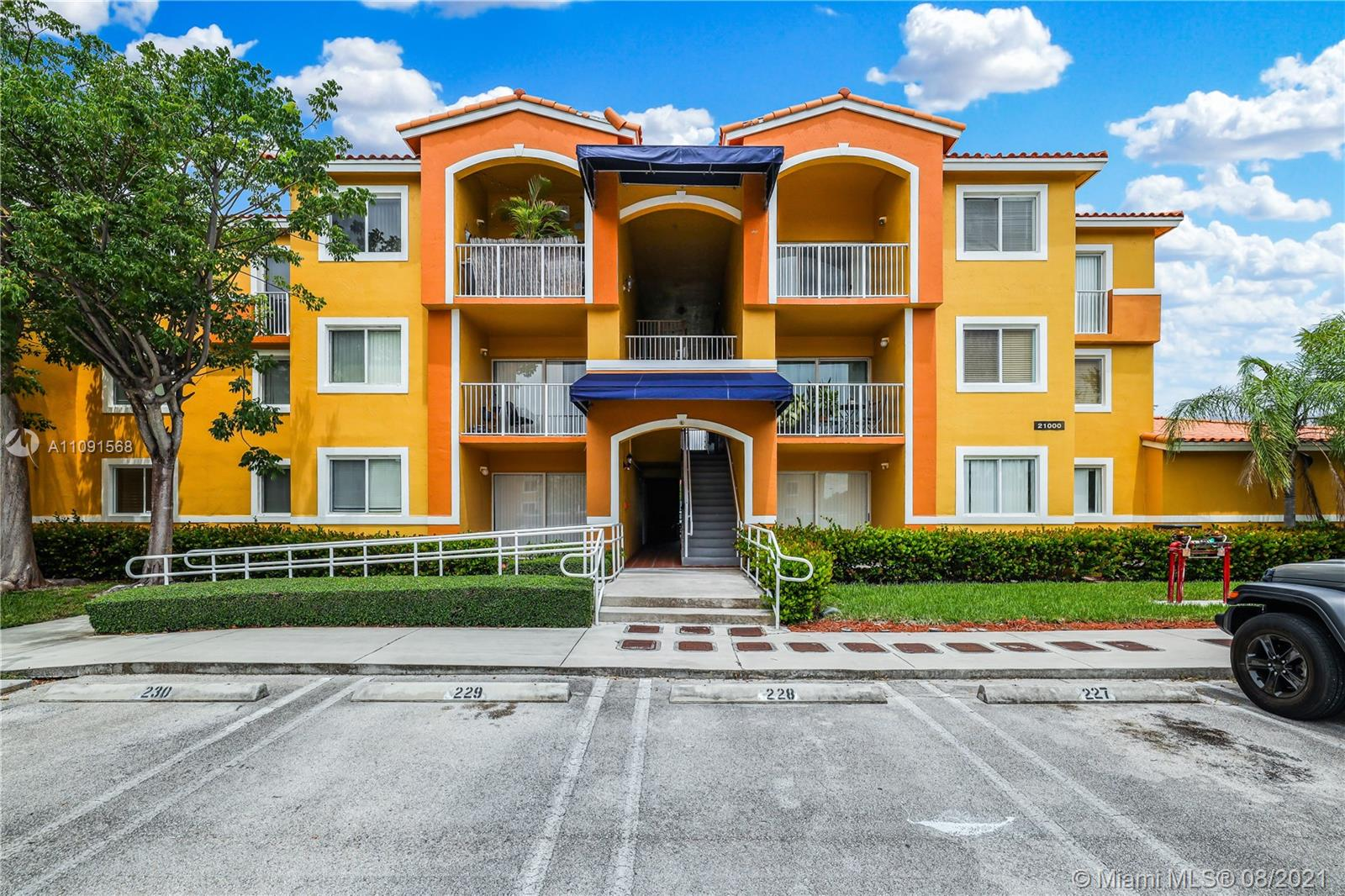 Cutler Bay Unit 1 Bedroom and 1 Bathroom with high ceilings, tile and laminate flooring, granite countertops in the kitchen. Washer and Dryer inside the unit and one parking space #262. Currently, there's a tenant in the Unit that will finish her lease at the end of September. OPEN ATTACHMENTS TO SEE 2021 BUDGET. READ BROKER REMARKS FOR SHOWING DAYS. USE SHOW ASSIST