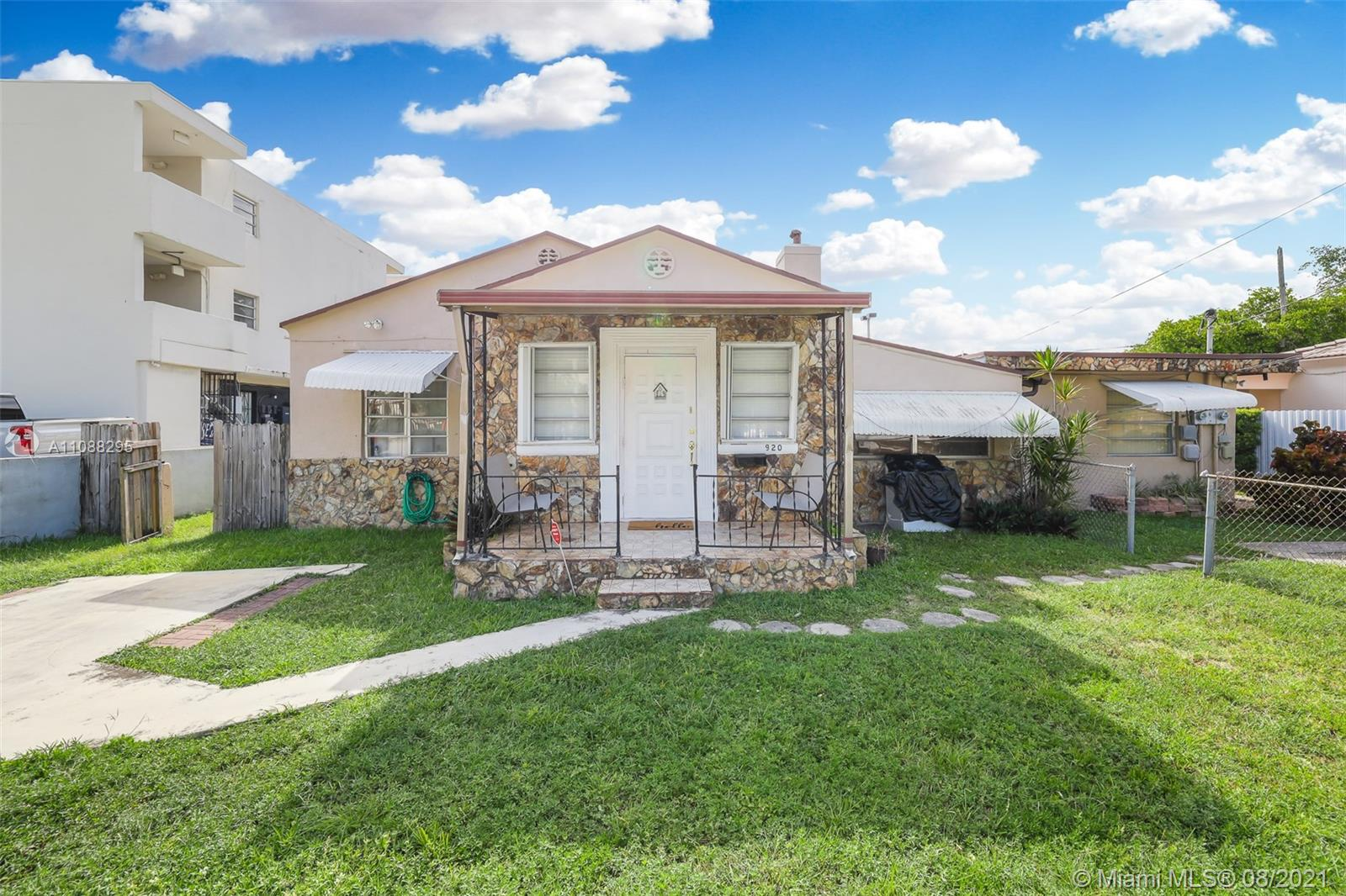 920 SW 30th Ave  For Sale A11088295, FL