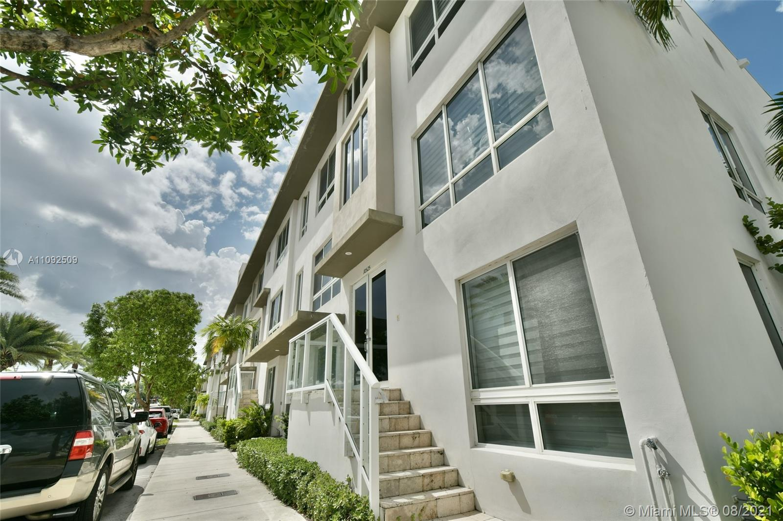 10525 NW 66th St  For Sale A11092509, FL