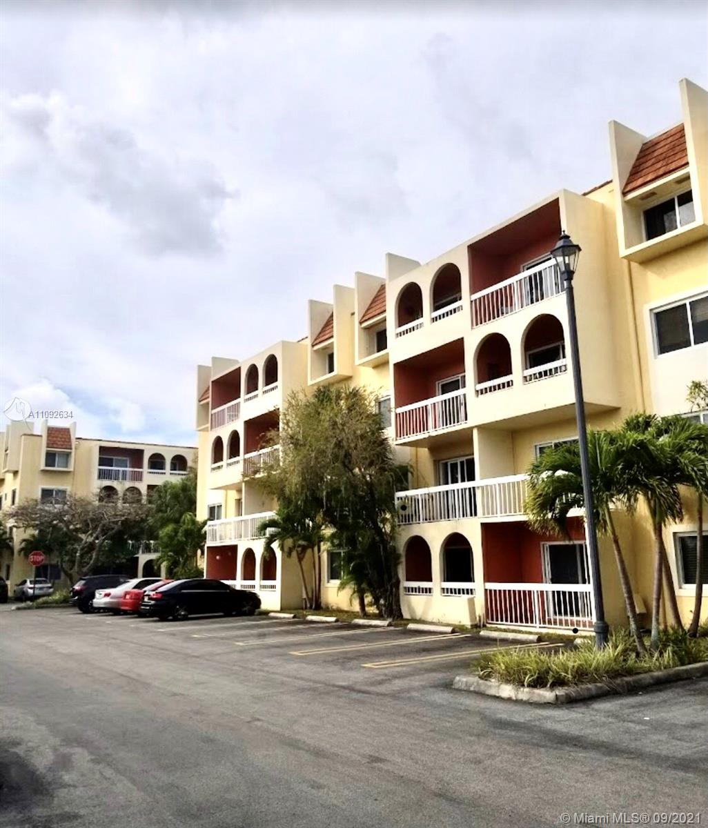 KINGS CREEK 1/1 WITH CANAL VIEW!  FULLY TILED WITH SECOND FLOOR LOCATION!   EXCELLENT AMENITIES WHICH INCLUDE COMMUNITY POOLS, TENNIS COURTS, ROAMING SECURITY PLUS ON SITE MANAGEMENT.  CLOSE PROXIMITY TO DADELAND MALL, METRORAIL, BAPTIST HOSPTIAL. CALL L/A TO SHOW.