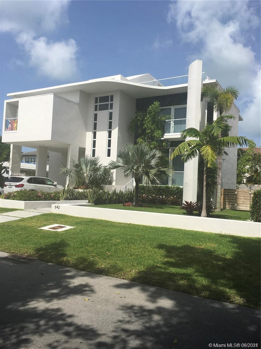 642  Hampton Ln  For Sale A11093029, FL