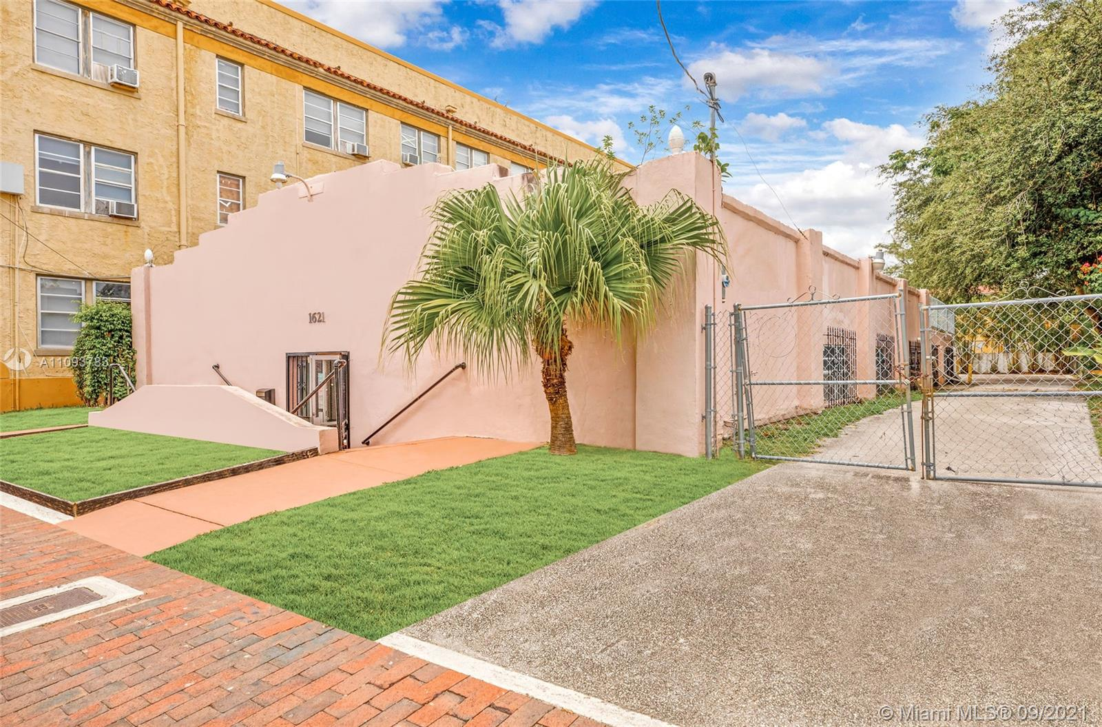 1621 SW 6th St  For Sale A11093783, FL