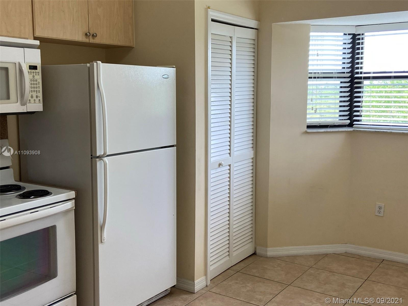 BEAUTIFUL CENTRALLY LOCATED APARTMENT 2BED/2BATH LOCATED IN ISLES OF BAYSHORE. JUST PAINTED WELL KEPT UNIT, SPLIT PLAN OPEN GREEN VIEW FROM KITCHEN AND MASTER BEDROOM. CLOSET SPACE AND VERTICAL BLINDS IN ALL ROOMS. EXCELLENT LOCATION 5 MINUTES AWAY FRO M THE TURNPIKE.