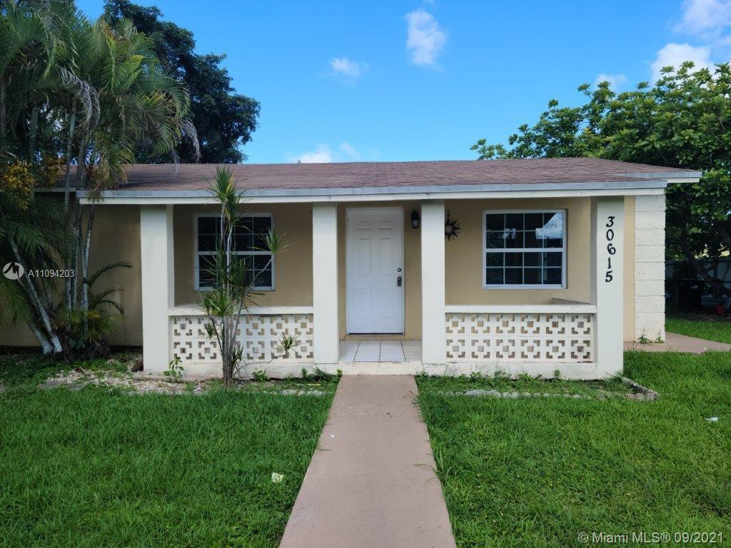 Single Family Home features 3bedrooms/1bathroom, very large and spacious, Fence for privacy, nice landscaping all around, Fruit Trees, Close to Schools, right behind The Homestead Pavilion, Kohl's, Sonic and much much more excitement
