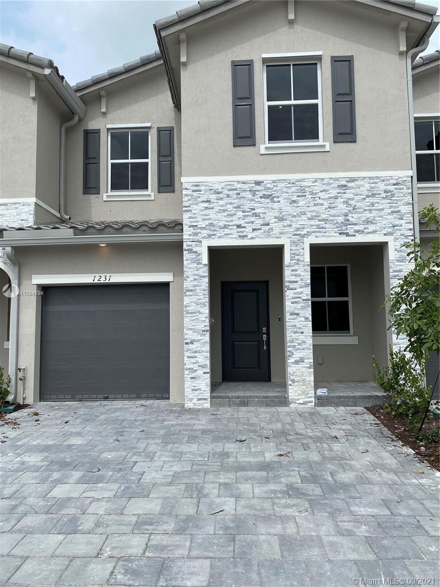 BRAND NEW BEAUTIFUL READY TO MOVE IN 4 BEDS 2.5 BATHS AND 1 CAR GARAGE. BIG BACKYARD. NEW LENNAR COMMUNITY AT RIVIERA.