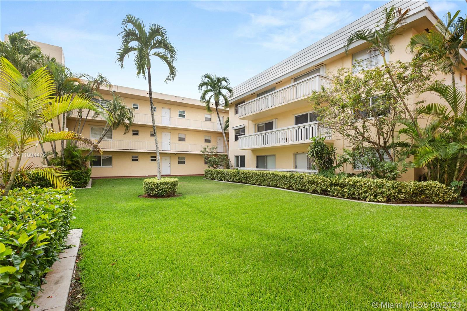 With beautiful views of the garden, this 1-bedroom, 1-bath condo on the Coral Gables Waterway is perfectly located to circumvent traffic.  Tile floors and large walk in closet, this is a great space.  The Pool sits next to the Waterway overlooking the boat slips, surrounded by great patio area.  Private parking and priced to sell.  Boat slip could be an option if available to rent.